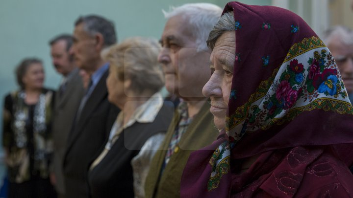 Iubire până la adânci bătrâneți. 50 de cupluri din Chişinău sărbătoresc astăzi nunta de aur (FOTOREPORT)