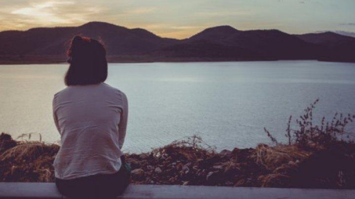 Îți este frică de relații? Cauzele singurătății tale, explicate de psihologul rus Mihail Labkovskii