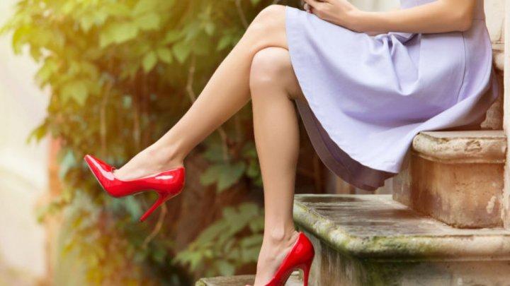 INTERZIS să stai picior peste picior. Uite ce BOLI poți să faci