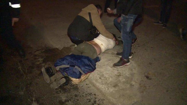 SCANDAL şi BĂTAIE ca în filmele de acţiune la miez de noapte în Capitală. Un cuplu a atacat angajații unui serviciu de securitate (VIDEO)