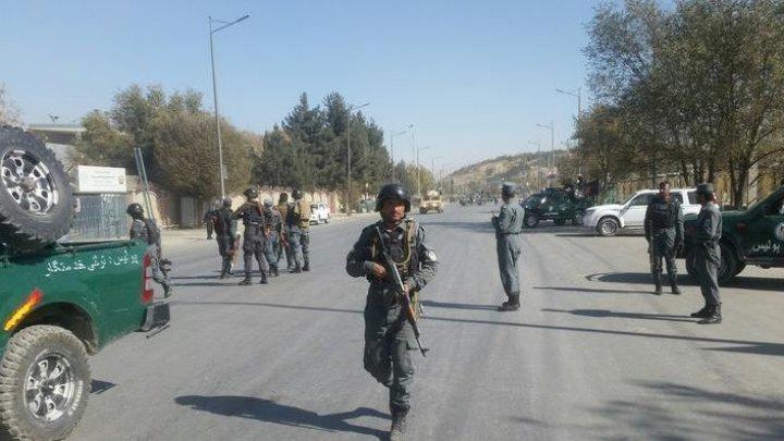 PUBLIKA WORLD. Atac armat la o televiziune din Kabul. Cel puţin o persoană a fost ucisă