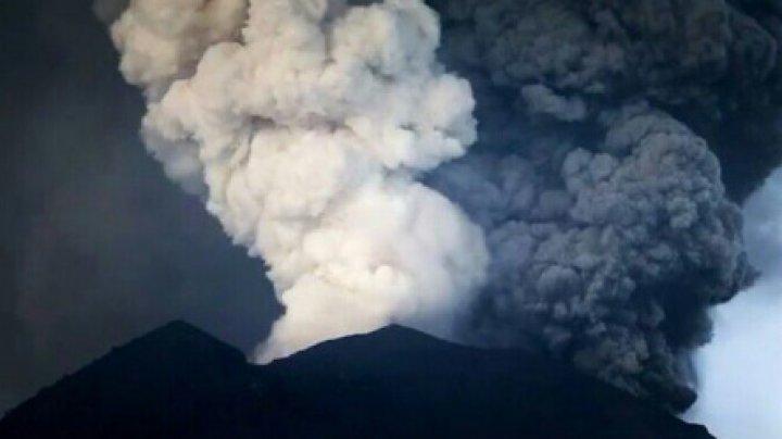 Risc de erupție a vulcanului Agung! Aruncă tot mai multă lavă şi cenuşă (VIDEO)