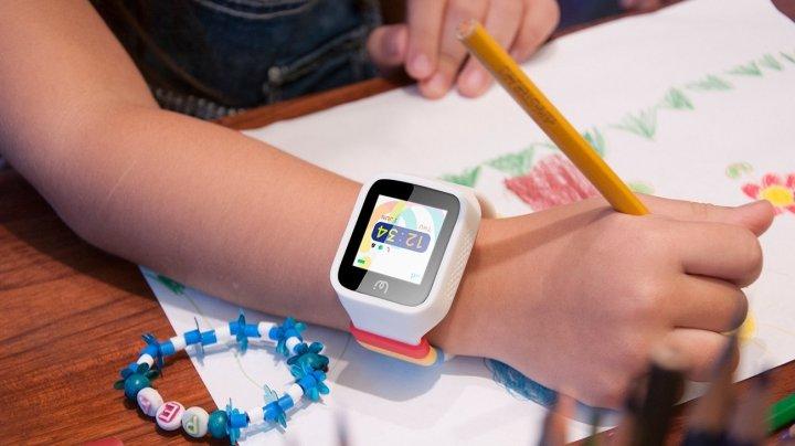 O ţară din Europa INTERZICE smartwatch-urile pentru copii