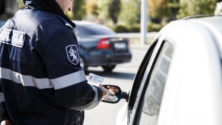 Conducătorii auto au încercat să mituiască angajații INP, dar au fost prinşi