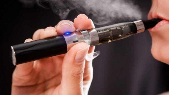 Fumătorii de tutun ar putea câștiga 86 de milioane de ani de viață dacă ar fuma țigări electronice