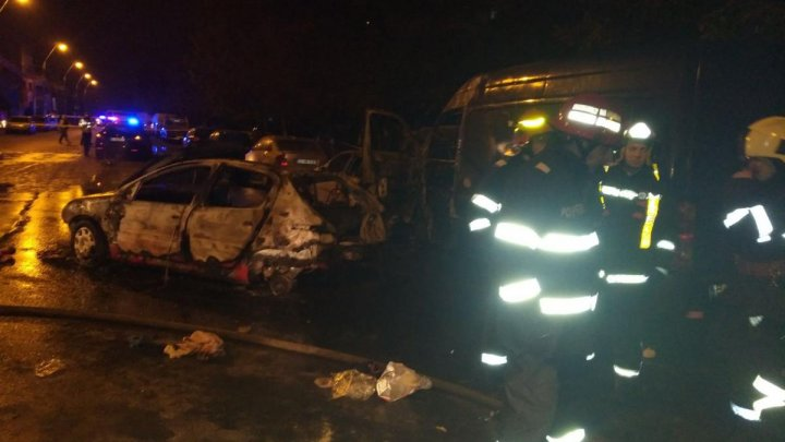 GRAV ACCIDENT în Bucureşti! Patru maşini au ars, iar o persoană a murit (FOTO)