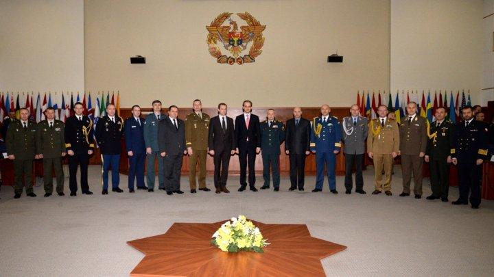 Ataşaţii militari din Republica Moldova s-au reunit la Ministerul Apărării (FOTO)
