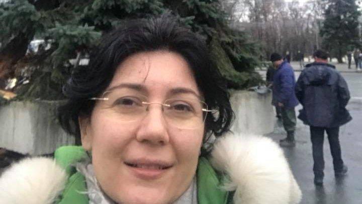 Silvia Radu face haz de necaz: Noul brad e frumos, dar dacă îl vedeți pe Valeriu Munteanu cu secera și ciocanul în jurul lui, să-l trimiteți înapoi pe Facebook