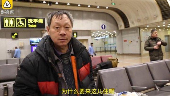 POVESTE EMOŢIONANTĂ. Cum arată bărbatul pentru care ACASĂ înseamnă, de 10 ani, un aeroport (VIDEO)