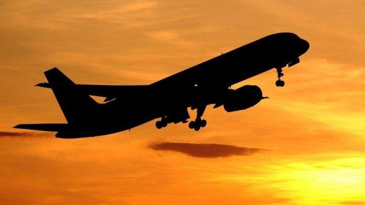 ALERTĂ aviatică: Motorul unui avion a luat FOC la scurt timp după decolare