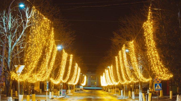 Orheiul scăldat în lumină de sărbători. Cum arată cel mai feeric oraş din Moldova