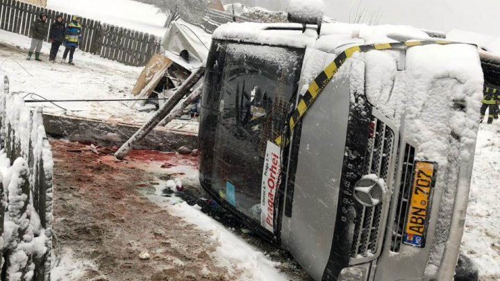 IMAGINI DRAMATICE de la accidentul din Harghita în care 2 moldoveni şi-au pierdut viaţa, iar alţi 7 au fost răniţi