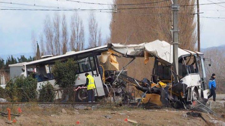 Cinci persoane au murit în urma coliziunii între un tren şi un autobuz şcolar, în sud-estul Franţei