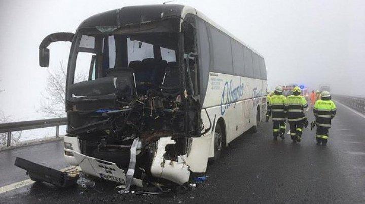 ACCIDENT GRAV ÎN GERMANIA. Un autocar românesc cu 57 de persoane a intrat în coliziune cu un camion pe o autostradă