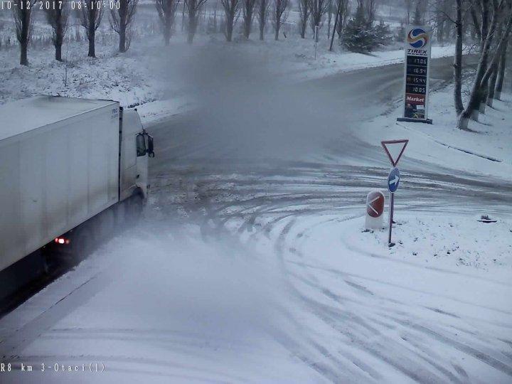 NINGE ÎN MOLDOVA! Cum se circula pe șosele din țară (GALERIE FOTO)