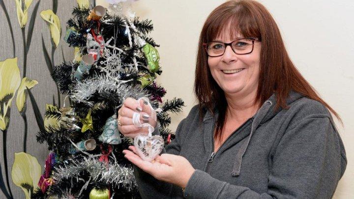 O britanică confecţionează cele mai SINISTRE jucării pentru Pomul de Crăciun