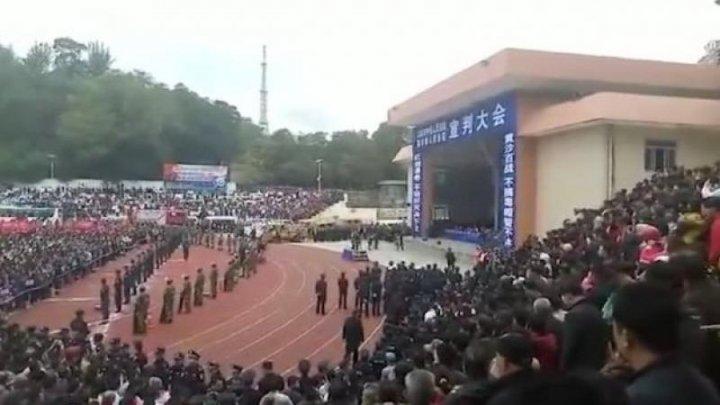 Zece deținuți din China, executați în public, în fața a mii de oameni