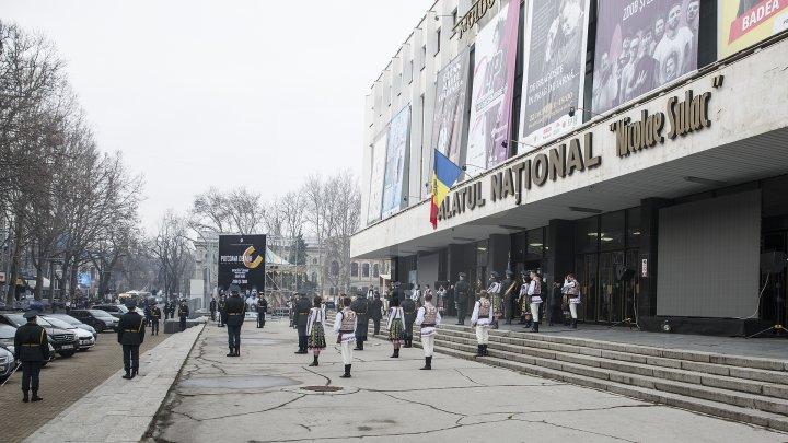 Conducătorul ansamblului de dansuri populare Joc, Vladimir Curbet a fost petrecut pe ultimul drum (FOTOREPORT)