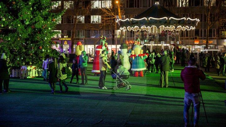Târgul de Crăciun din Chişinău. Feerie de sărbătoare ca în oraşele europene (FOTO)