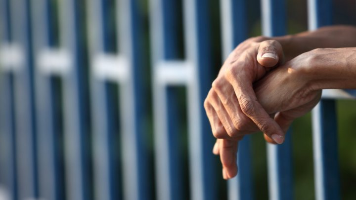 GROAZNIC! Un bărbat, acuzat de fraudă şi condamanat la 13.275 de ani de închisoare
