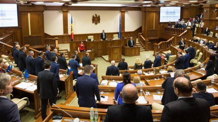 Minut de reculegere în memoria Majestății Sale Regele Mihai I, ţinut în Parlament