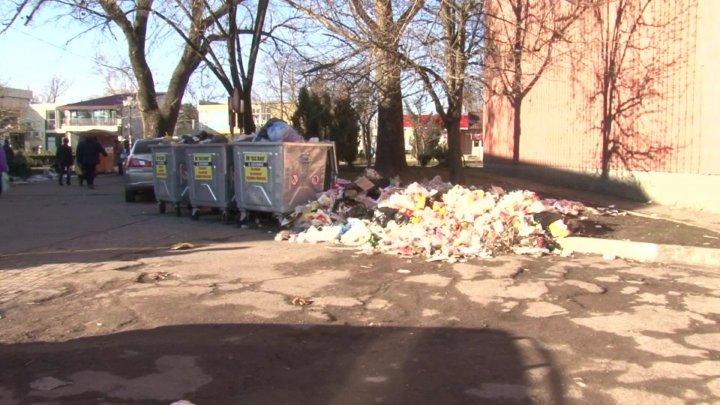 Guvernul intervine şi soluţionează problema deșeurilor menajere din Bălţi. Ce decizii s-au luat la şedinţa specială