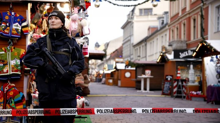 ALERTĂ FALSĂ în Germania. Târgul de Crăciun din Bonn a fost evacuat din cauza unor pachete suspecte