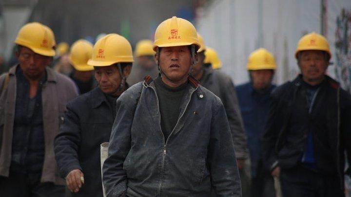 Strigător la cer! În ce condiții trăiesc muncitorii din Beijing