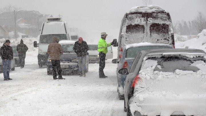 Ninsorile fac ravagii în Europa şi Rusia: Trafic aerian perturbat, localităţi fără lumină şi drumuri blocate