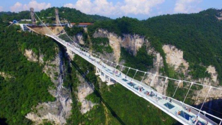 Cel mai lung pod de sticlă a fost inaugurat în China