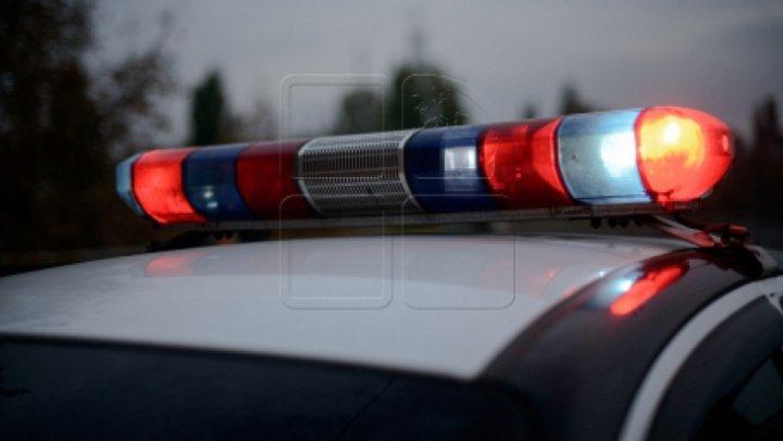 TERIBILISM în Capitală! Un şofer circula cu viteză excesivă pe trotuar, avea conectat ilegal un girofar şi a accidentat o maşină (FOTO)