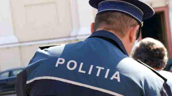 Incredibil! Un polițist a fost bătut în faţa secției în care lucrează