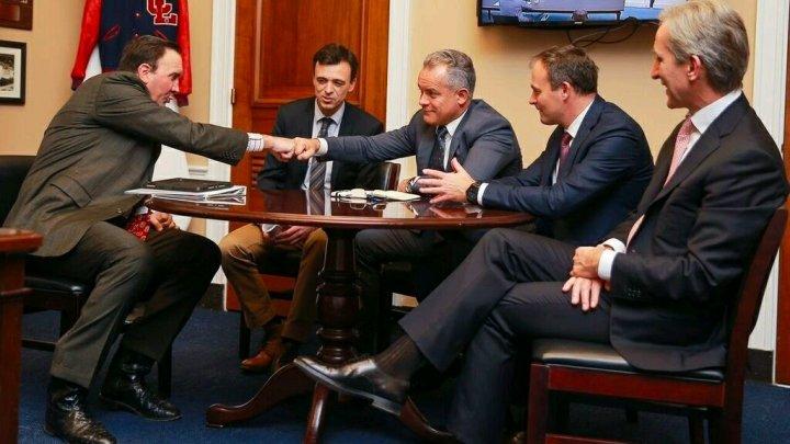 Președintele PDM, Vlad Plahotniuc s-a întâlnit cu congresmanul Pete Olson: Moldova vrea să aibă parte de bunăstarea care există în țările vestice