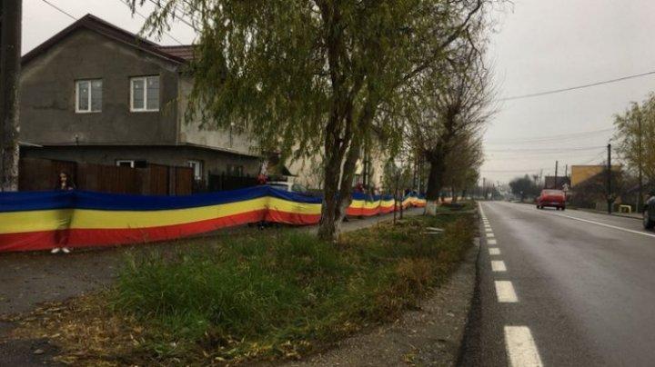 Cel mai lung steag tricolor din România afişat în judeţul Prahova