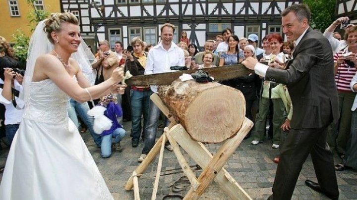INTERESANT! 11 cele mai bizare tradiții de nuntă din lume