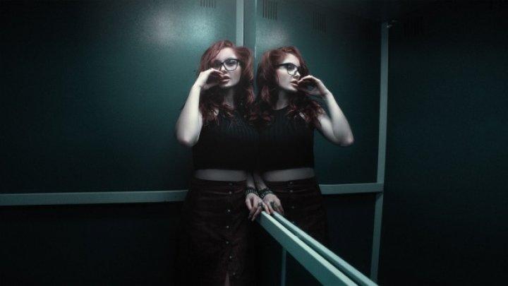 De ce sunt oglinzi montate în lifturi? La asta sigur nu te-ai fi gândit niciodată