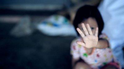 Poveste cutremurătoare! Fetiţa de doar trei ani care a fost sechestrată de propriul tată timp de șase luni, a revenit la mama sa