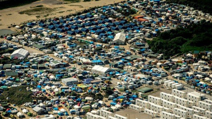 Emmanuel Macron: Franţa nu va permite o nouă tabără de refugiaţi la Calais