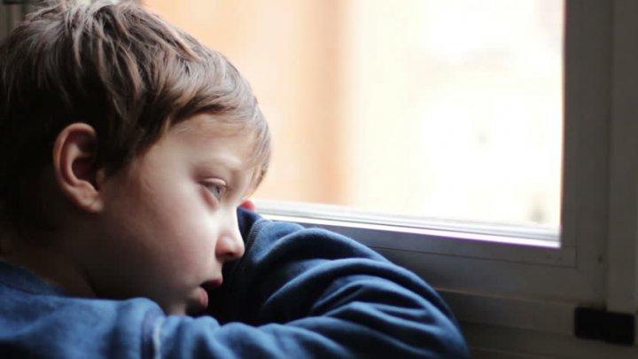 """Copii orfani din SUA, impuşi să defileze pentru """"a seduce"""" părinţii adoptivi"""