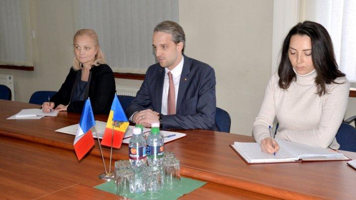 Moldova şi Franţa îşi vor intensifica colaborarea în domeniul apărării