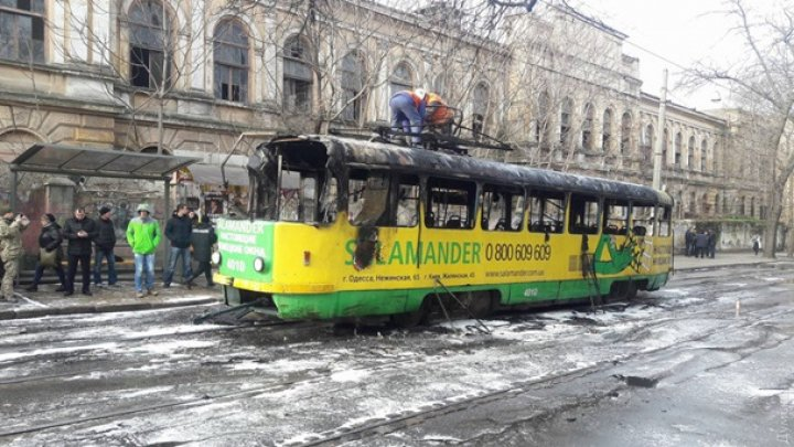ALERTĂ în Odesa! Un tramvai plin cu oameni a luat foc în timpul mersului (FOTO/VIDEO)