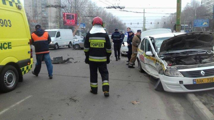 Accident GRAV în sectorul Botanica al Capitalei. Un șofer, transportat de urgență la spital (FOTO)