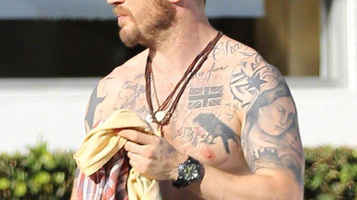 Tom Hardy și-a făcut un tatuaj, după ce a pierdut un pariu cu Leonardo DiCaprio