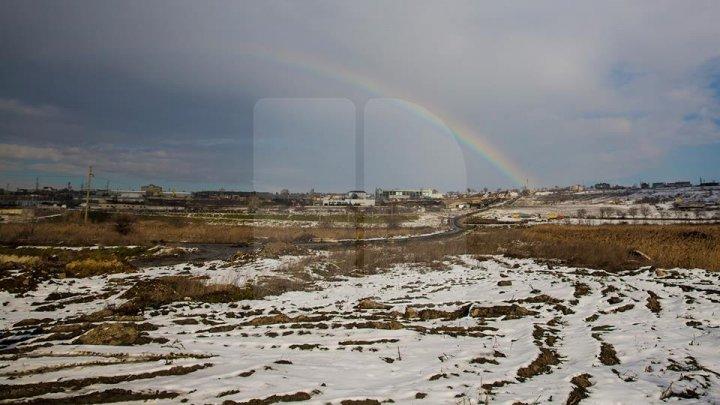 Fenomen spectaculos în Capitală: Curcubeu în miezul iernii (FOTO)