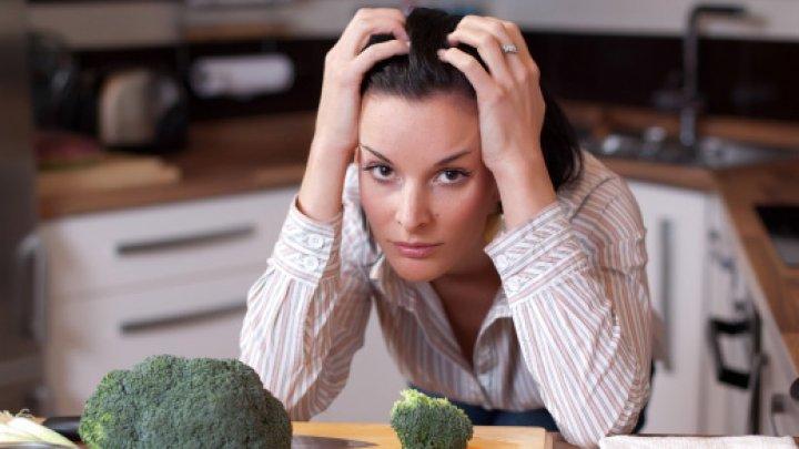Bine de ştiut! De ce stresul ne face să mâncăm în exces