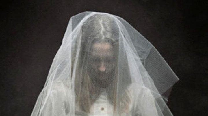 Gest extrem înainte de nuntă: O mireasă s-a filmat înghițind otravă pentru că fostul iubit o șantaja (VIDEO)