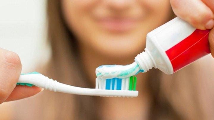 Ce au descoperit cercetătorii despre pasta de dinți. Este o adevărată otravă