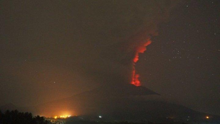 Peste 12.000 de persoane evacuate din cauza unui vulcan din Filipine. Acesta ar putea erupe în următoarele zile