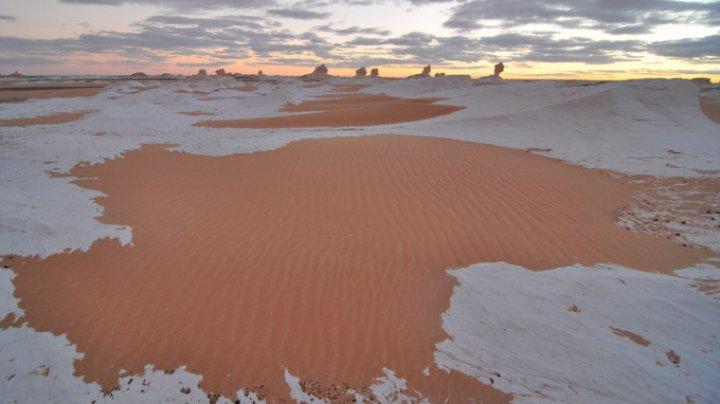 Pare incredibil, dar a nins în deşertul Sahara, pentru al treilea an la rând