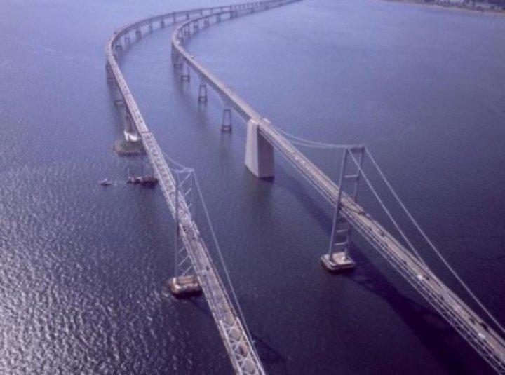 IMAGINI CARE ÎŢI TAIE RESPIRAŢIA! Cum arată cele mai periculoase poduri din lume. Maşinile circulă pe marginea prăpastiei